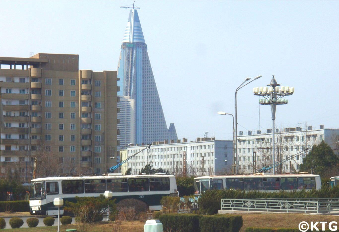 Imagen del Hotel Ryugyong en la capital de Corea del Norte sacada en el año 2010