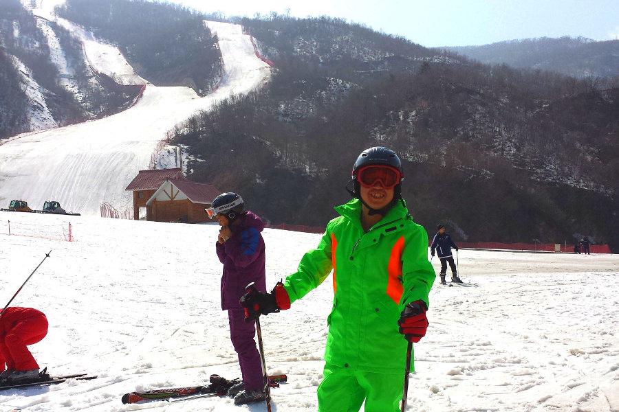 Guía norcoreano en la estación de esquí de Masikryong