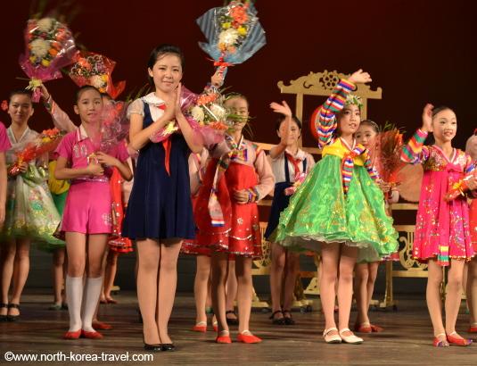 Fin du spectacle dans le Palais des enfants à Pyongyang en Corée du Nord