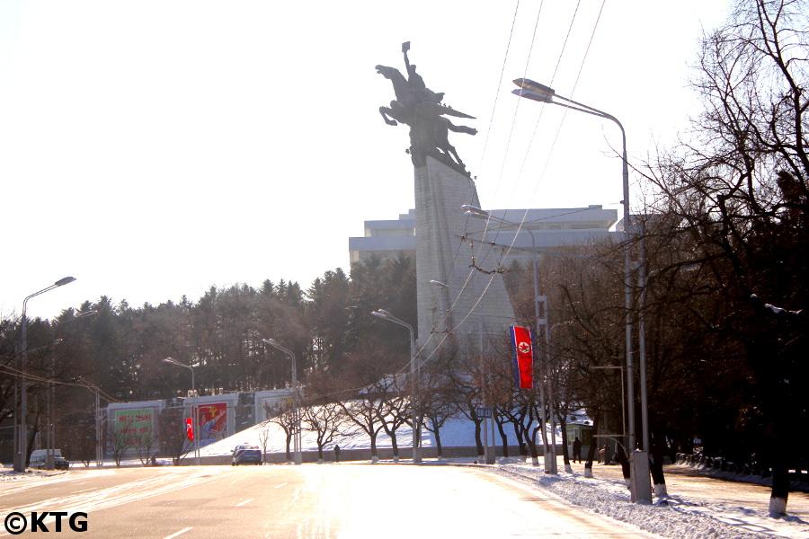 La Statue de Chollima, le Cheval Ailé Légendaire, pendant l'hiver, à Pyongyang capitale de Corée du Nord. Photo prise par KTG Tours