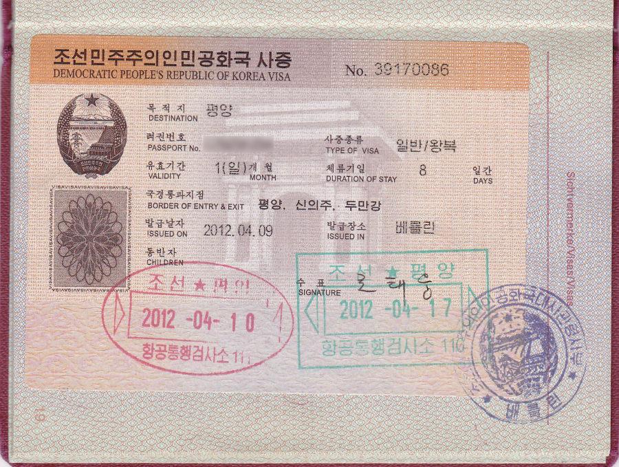 Visado norcoreano pegado al pasaporte