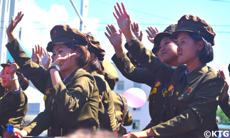 Soldadas norcoreanas en un desfile militar en Corea del Norte. El desfile tuvo lugar el Día Nacional de Corea del Norte, 9 Septiembre 2018
