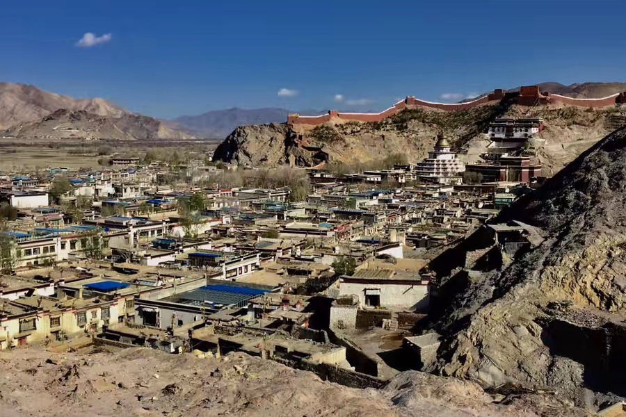 Gyantse town in Tibet, China. You can see the huge Kumbum and the city wall