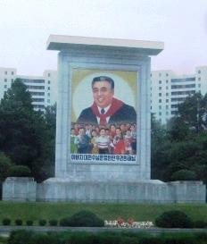 image de Kim Il Sung avec des enfants nord-coreens