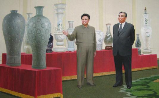 Cuadro de los Líderes Kim Jong Il y Kim Il Sung en el estudio de artes de Pyongyang, capital de Corea del Norte