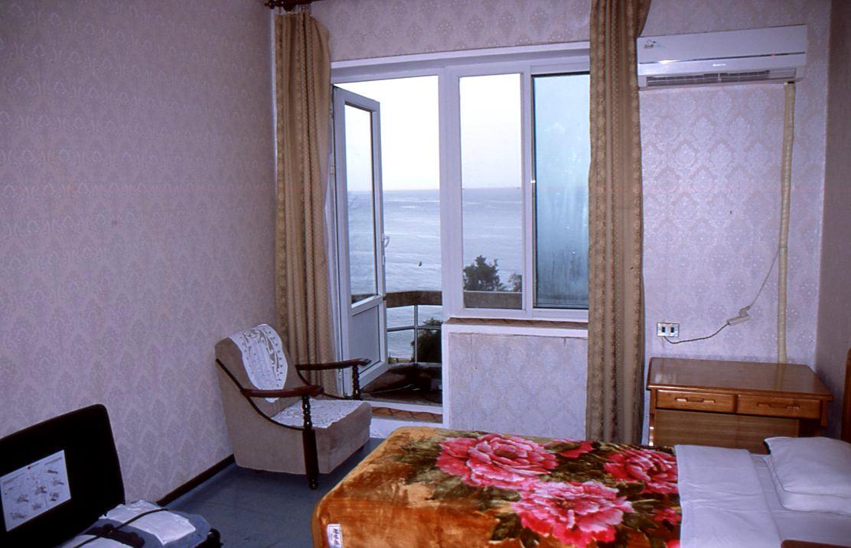 Dormitorio en una villa en el balneario Majon, Corea del Norte. Viaje organizado por KTG Tours
