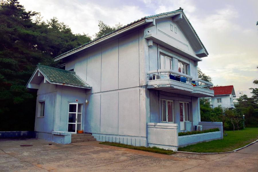 Villa en el complejo Majon Beach en Corea del Norte. Foto tomada por KTG Tours