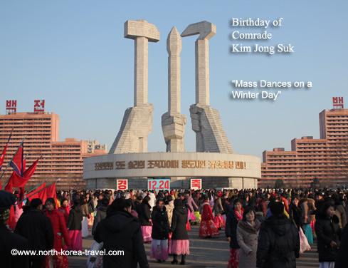 Danses en masses à Pyongyang à cause de l'anniversaire de Kim Jong Suk, 24 decembre