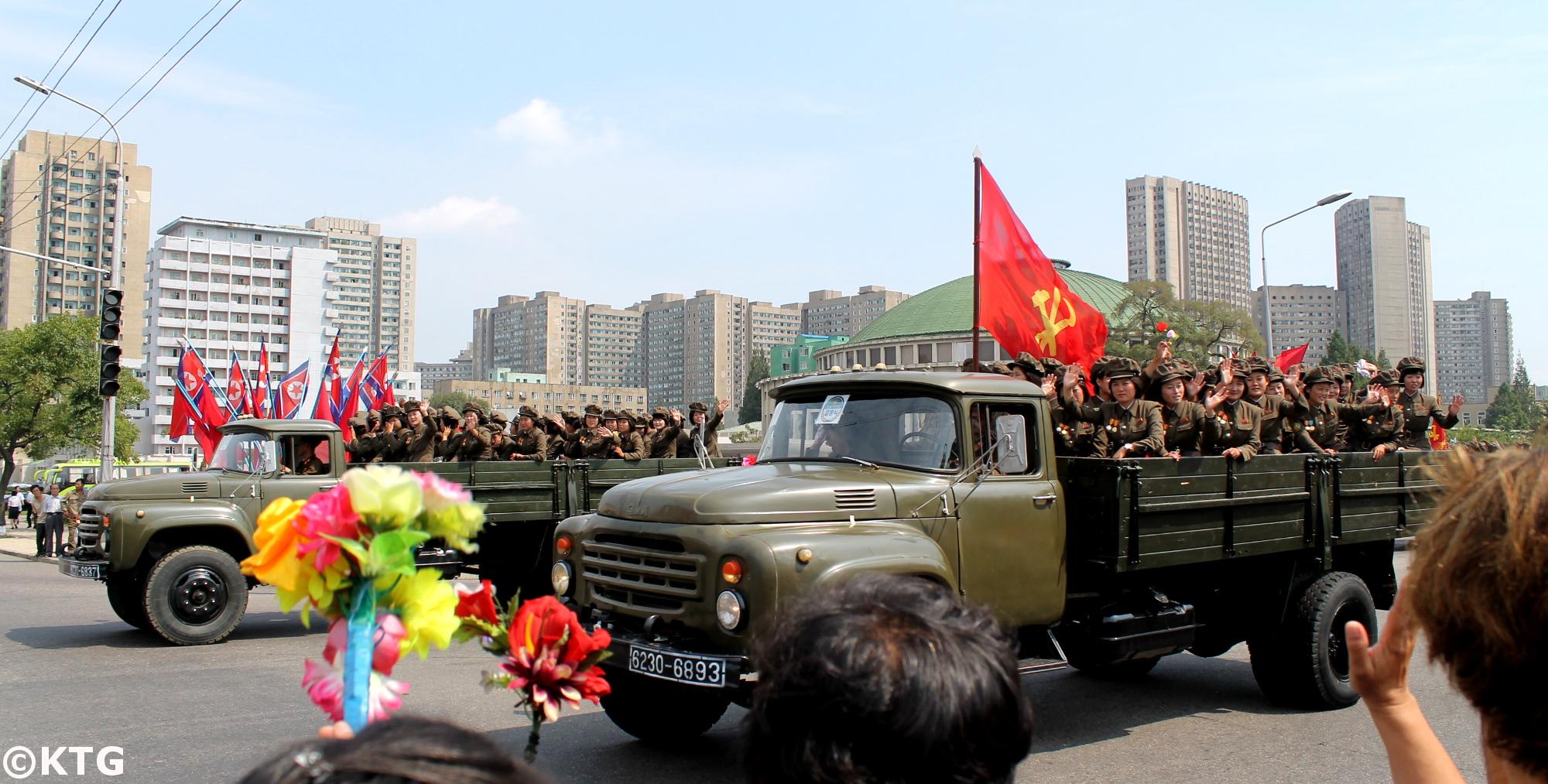 Camions militaires nord-coréens le 9.9 Fête nationale à Pyongyang, capitale de la RPDC. KTG Tours