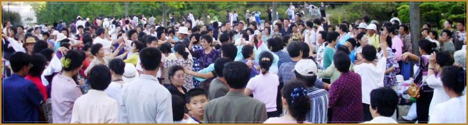 Danses dans le parque a Pyongyang