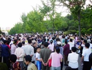 Norcoreanos en el parque en Pyongyang capital de Corea del Norte