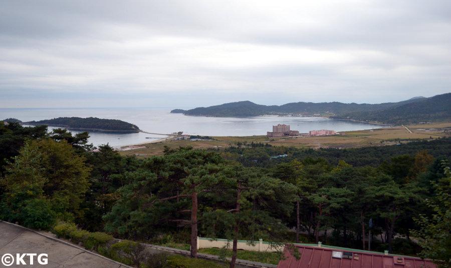 El islote Pipha en la zona económica especial de Rason en Corea del Norte. Puede ver el casino en la imagen. Viaje organizado por KTG