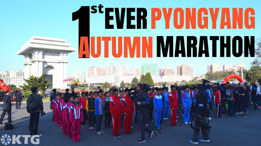 Prensa extranjera y atletas coreanos en la ceremonia de apertura de la primera Maratón de Otoño de Pyongyang, capital de Corea del Norte de la RPDC. Foto de Corea del Norte sacada por KTG Tours.
