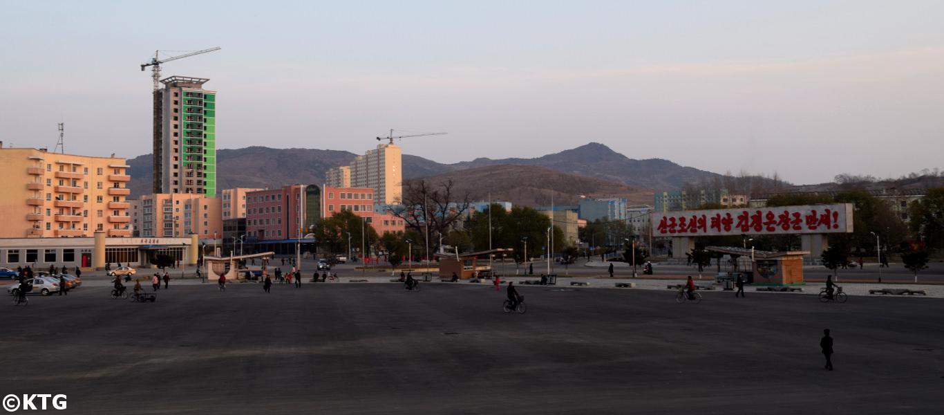 Centro de la ciudad de Rajin en Rason en Corea del Norte, la RPDC. Se trata de una zona económica especial en el lejano noreste de Corea del Norte haciendo frontera con Rusia y con China.