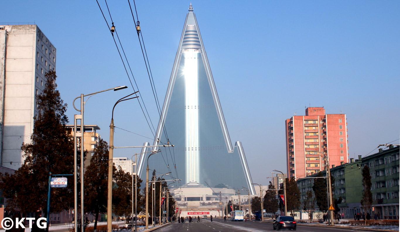 Photo de l'hôtel Ryugyong prise le jour de Noël en Corée du Nord par KTG Tours