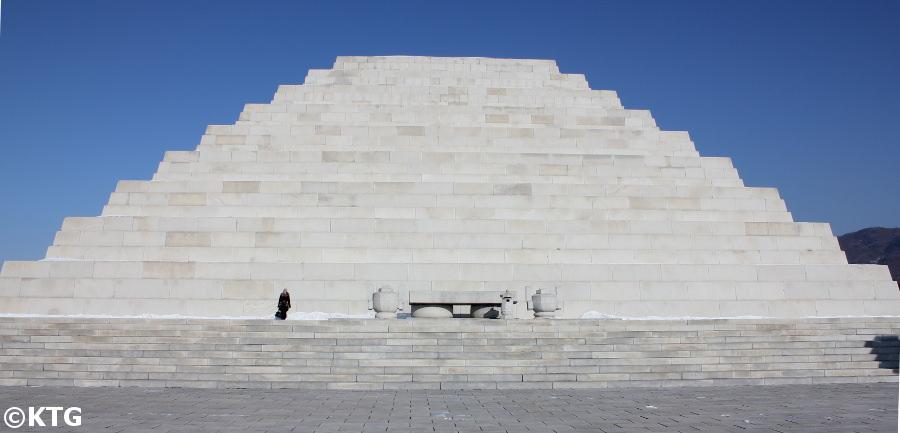 Haut du Tombeau du Roi Tangun en Corée du Nord