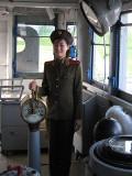 Lokale nordkoreanischen Frauenführung im USS Pueblo spyship in Pyongyang, Nordkorea
