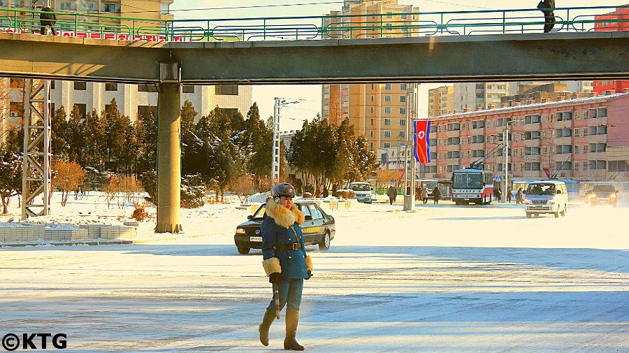 agent de la circulation à Pyongyang, Corée du Nord. Photo prise par KTG Tours