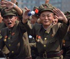 Desfile militar en Corea del Norte durante el Día Nacional del País