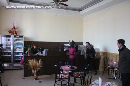 Helmut Sachers Café in Kim Il Sung Platz in Pjöngjang, der Hauptstadt von Nordkorea