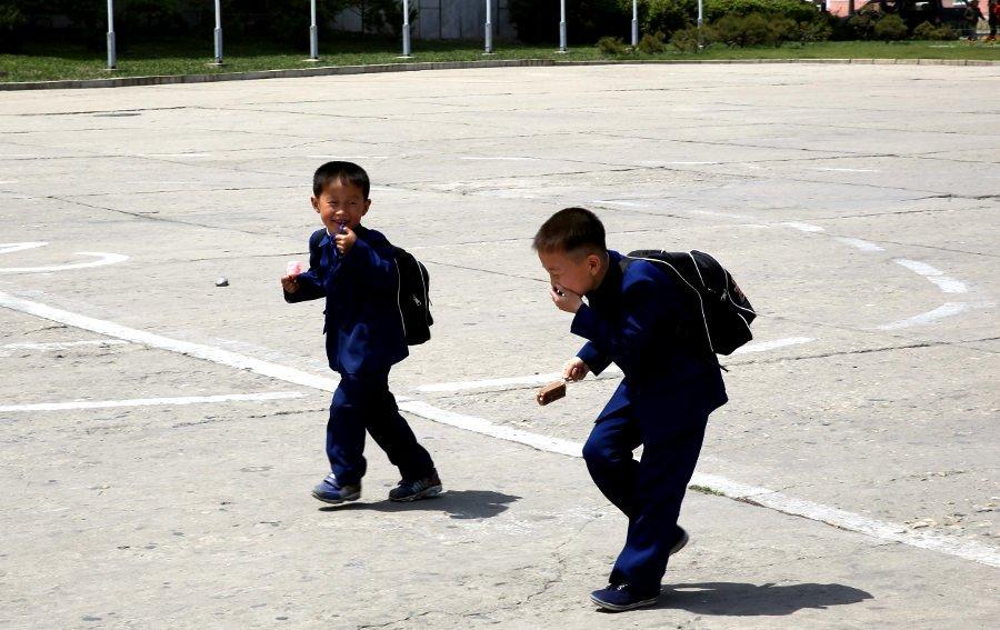 Ninos en Hamhung, Corea del Norte