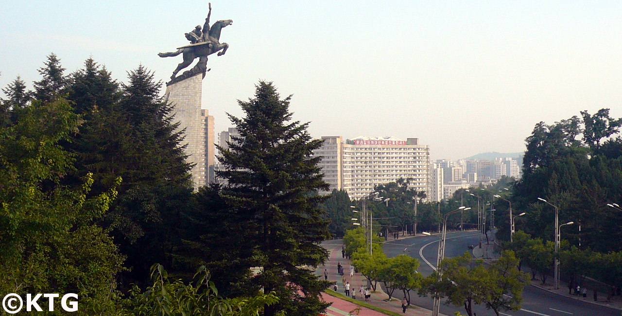 La estatua Chollima Pyongyang la capital de Corea del Norte. Foto de KTG Tours