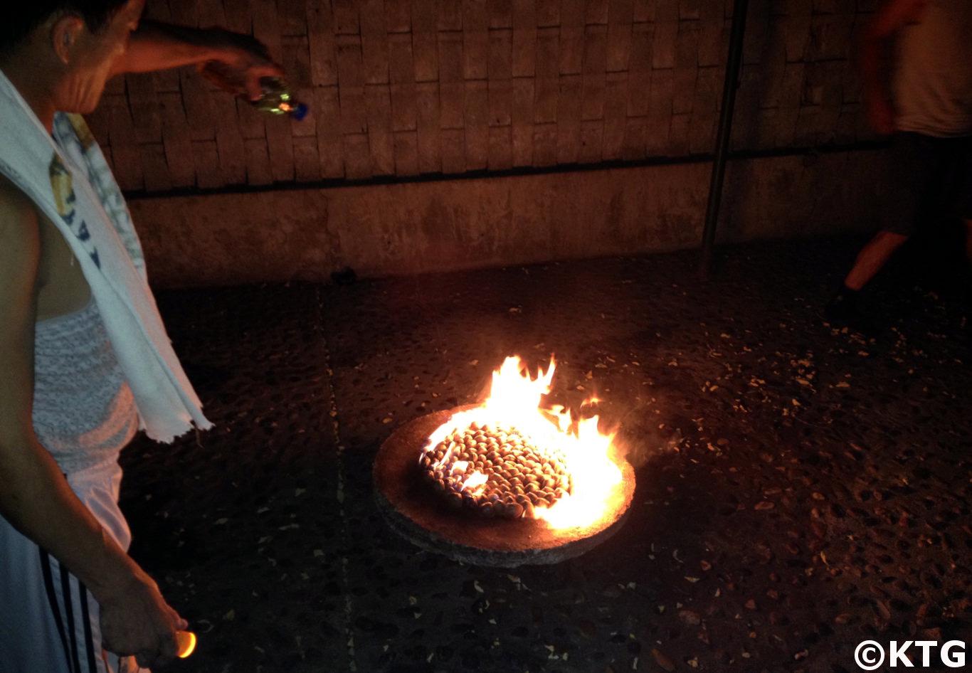 Barbacoa de almejas de gasolina en Corea del Norte con viajes KTG