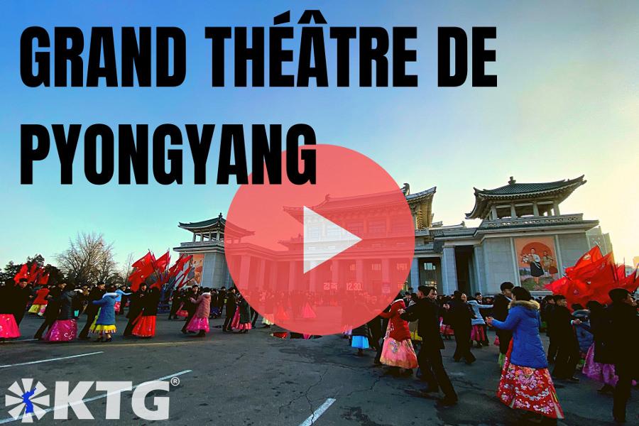 Danse de masse à l'extérieur du Grand Théâtre de Pyongyang en Corée du Nord