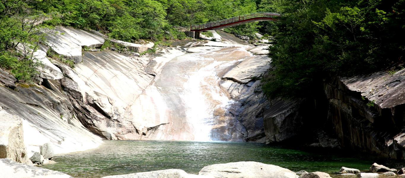 Caminata en el Monte Kumgang. Kumgangsan quiere decir Monte de Diamante. Se trata de un parque natural en Corea del Norte. Viaje organizado por KTG Tours
