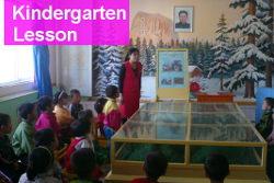 cours de maternelle à Nampo, Corée du Nord. Voyage en Corée du Nord organisé par KTG Tours