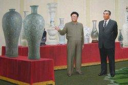 Image des Leader Kim Il Sung et Kim Jong Il dans le musée d'art à Pyongyang en Corée du Nord