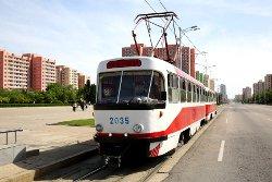Tranvía en la ciudad capital de Pyongyang de Corea del Norte (RPDC). Viaje organizado por KTG Tours