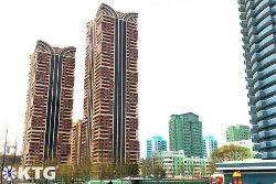 Bâtiments verts dans la nouvelle ville de Ryomyong à Pyongyang, Corée du Nord (RPDC)