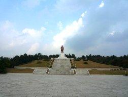 Monumento de bronce de Kim Il Sung en Kaesong, Corea del Norte