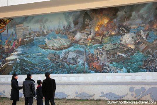 Escena de batalla naval entre la Dinastía Choson de Corea y los japoneses. Pintura en el museo folclórico de Pyongyang