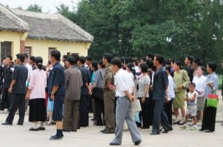 Norcoreanos reunidos