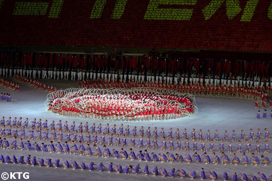 Los Mass Games en Corea del Norte. Se llevan a cabo en el estadio del Primero de Mayo en Pyongyang, capital de la RPDC. Este es el estadio con asientos más grande del mundo. Viaje organizado por KTG Tours