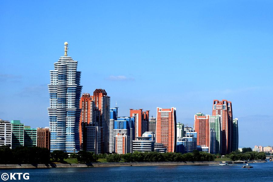 Rue du futur scientifique Mirae à Pyongyang, capitale de la Corée du Nord. Il a une architecture futuriste qui contraste avec le reste du pays. La rue a été construite en moins d'un an et abrite des scientifiques et des professeurs d'université. Photo prise par KTG Tours