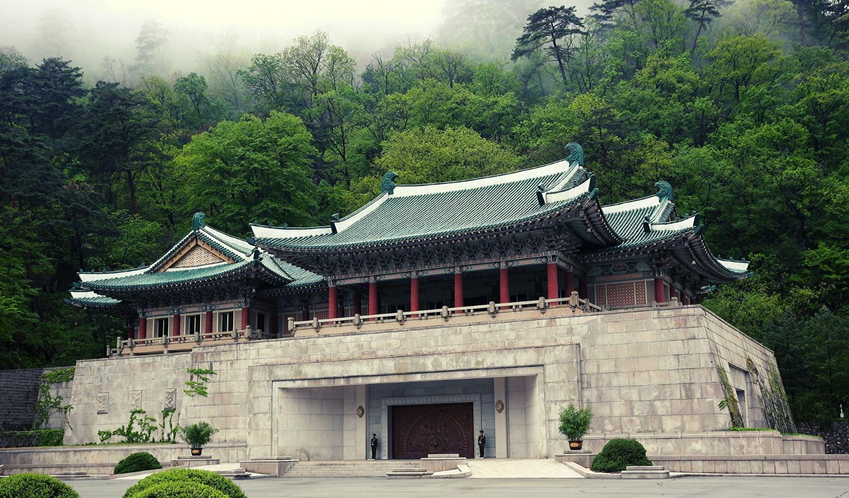Centro Internacional de Exposiciones de la Amistad en el Monte Myohyang, un hermoso lugar de Corea del Norte, es decir, la RPDC. Viaje organizado por KTG Tours