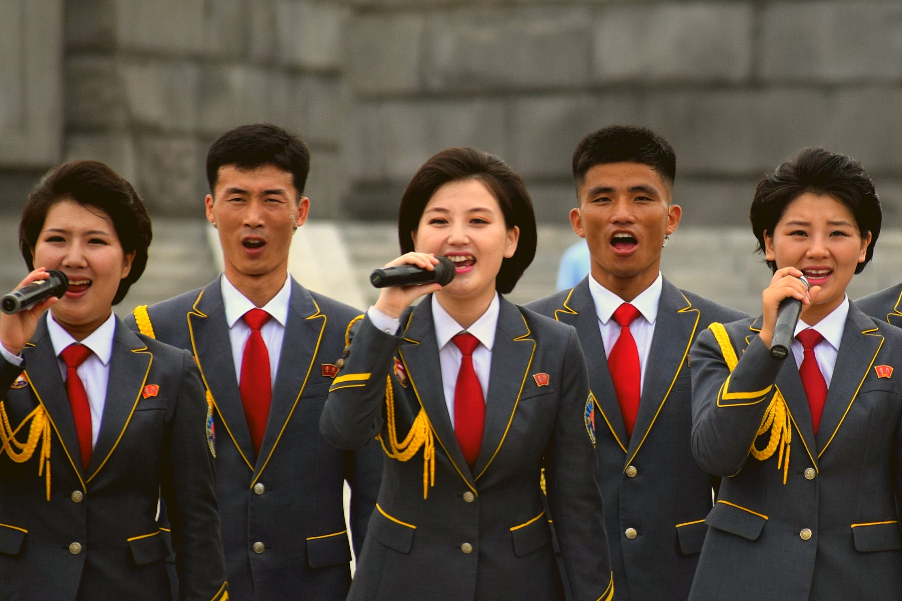Performance by the Party Monument in Pyongang held by singers in North Korea to celebrate the Liberation of Korea from Japanese colonial rule (15 août ). Picture taken by KTG. Join us to explore North Korea (DPRK)
