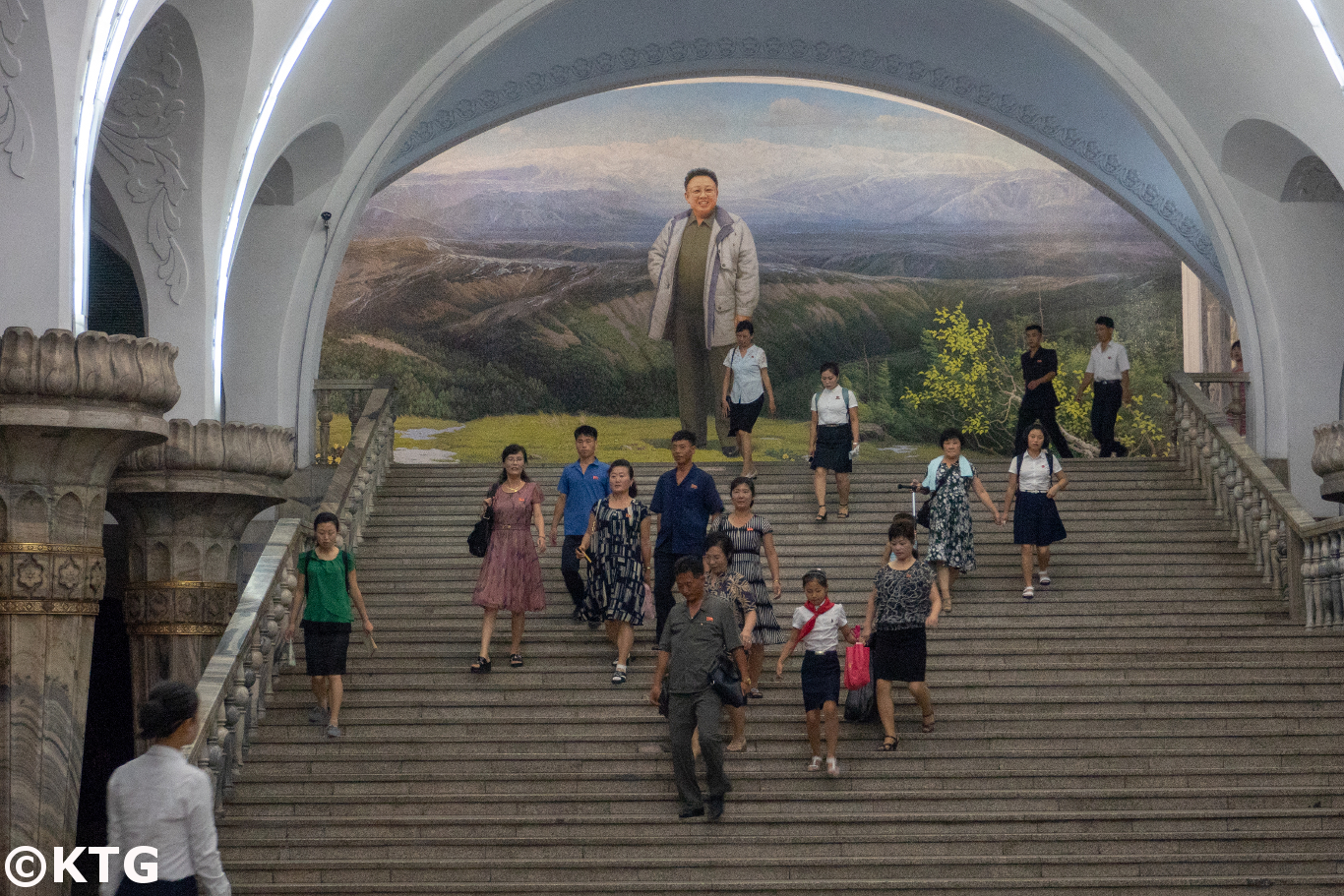 Metro de Pyongyang en Corea del Norte (RPDC). Viaje organizado por KTG Tours