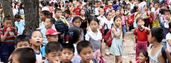 ninos en Corea del Norte