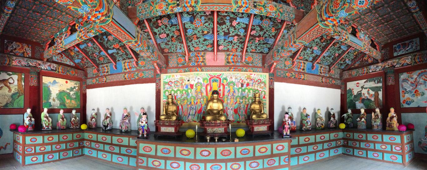 Templo budista Pohyon en el monte Mohyang, Corea del Norte