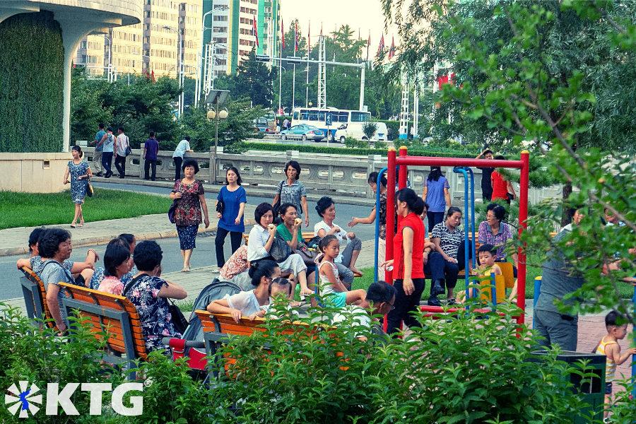 El parque en la ciudad nueva de Ryomyong en Pyongyang, Corea del Norte, es ecológico. Foto sacada por KTG Tours