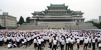 preparations pour les mass games dans la Place de Kim Il Sung