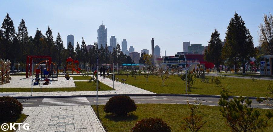 Pyongyang skyline vu du parc de la circulation des enfants de Pyongyang, Corée du Nord (RPDC)