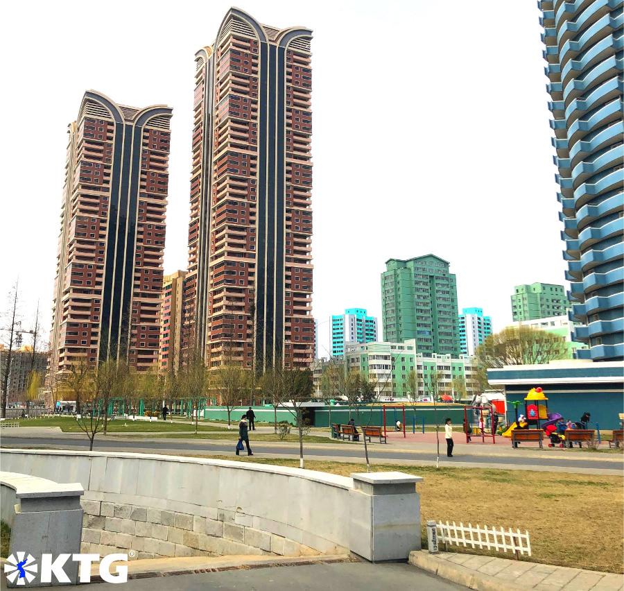 Los edificios de la ciudad nueva de Ryomyong en Pyongyang, Corea del Norte, son ecológicos. Fotografía sacada por KTG Tours