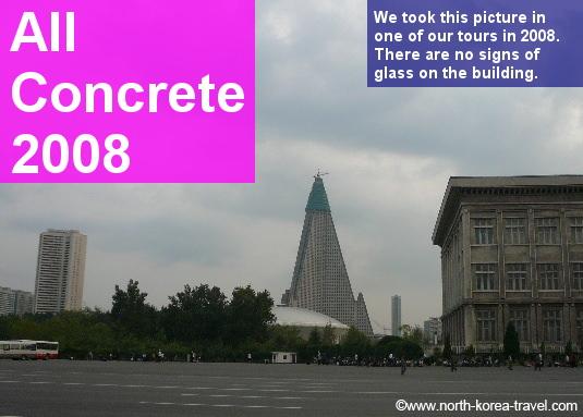 Hotel Ryugyong en Pyongyang. Foto sacada en el 2008 cuando las fachadas eran completamente de cemento