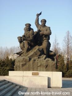 Estatuas de soldados de Corea del Norte