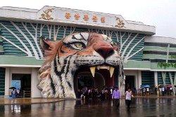 Entrada de cabeza de tigre Zoológico Central de Corea, también conocido como Zoológico de Pyongyang, Corea del Norte